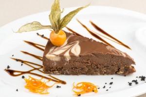 Cum-să-faci-tort-cu-ciocolată-fără-zahăr-sau-făină-765x510